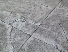 cracks-and-deteriorated-concrete-slabs2
